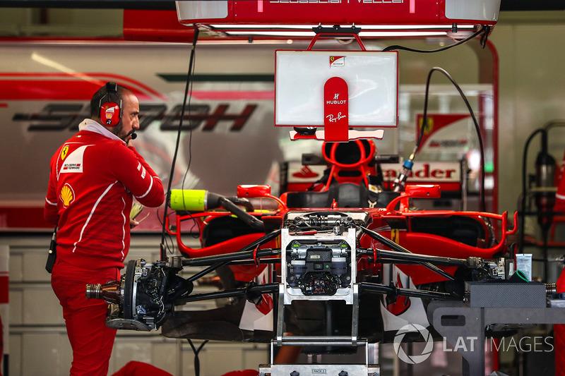 Detalle del chasis del Ferrari SF70H en el box