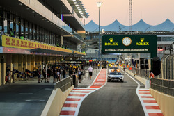 Safety Car and fans in the pit lane