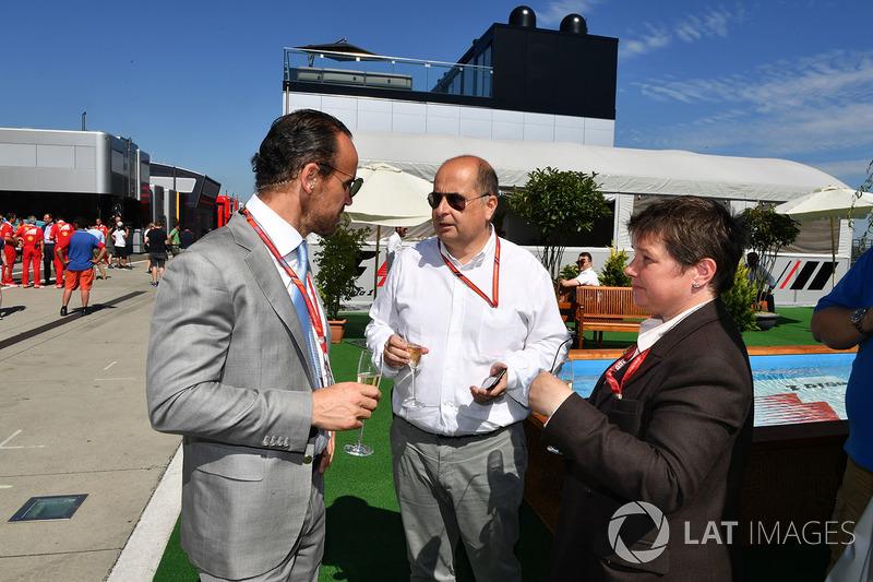 Alex Molina, Allsport Management, Luca Colajanni, Formula One Oficial superior de comunicaciones y Kate Beavan, FOM
