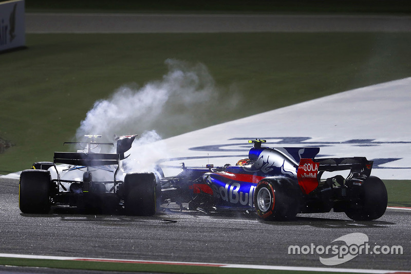 Carlos Sainz Jr., Scuderia Toro Rosso STR12, choca con Lance Stroll, Williams FW40