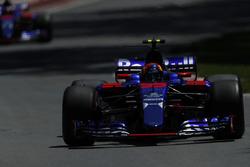 Карлос Сайнс-мл. и Даниил Квят, Scuderia Toro Rosso STR12