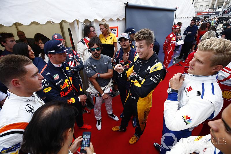 Stoffel Vandoorne, McLaren; Max Verstappen, Red Bull Racing; Fernando Alonso, McLaren; Carlos Sainz