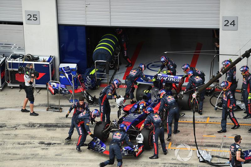 Болід Карлоса Сайнса-молодшого, Scuderia Toro Rosso STR12, після сходу