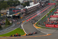 Max Verstappen, Red Bull Racing RB13 leads Daniel Ricciardo, Red Bull Racing RB13 at the start of the race