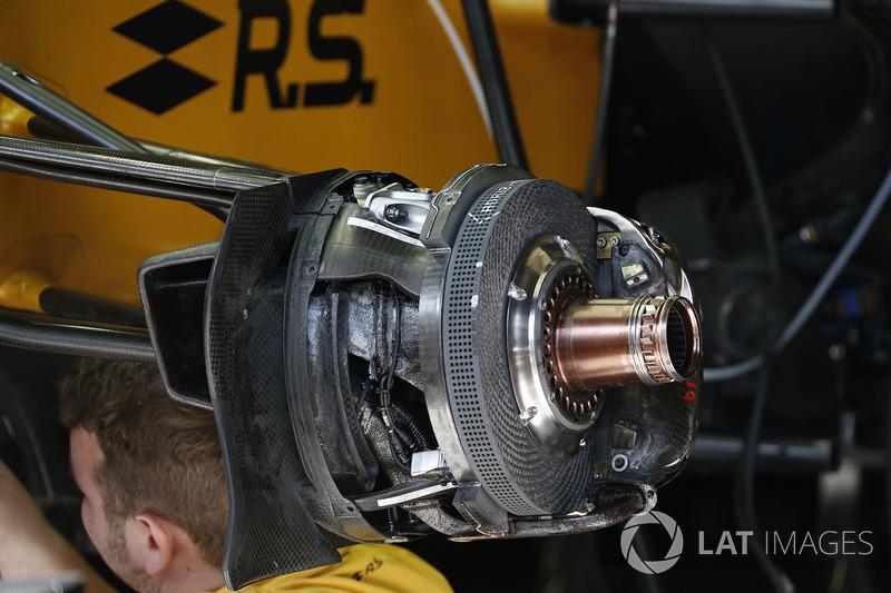Renault Sport F1 Team RS17 front brake and wheel hub detail