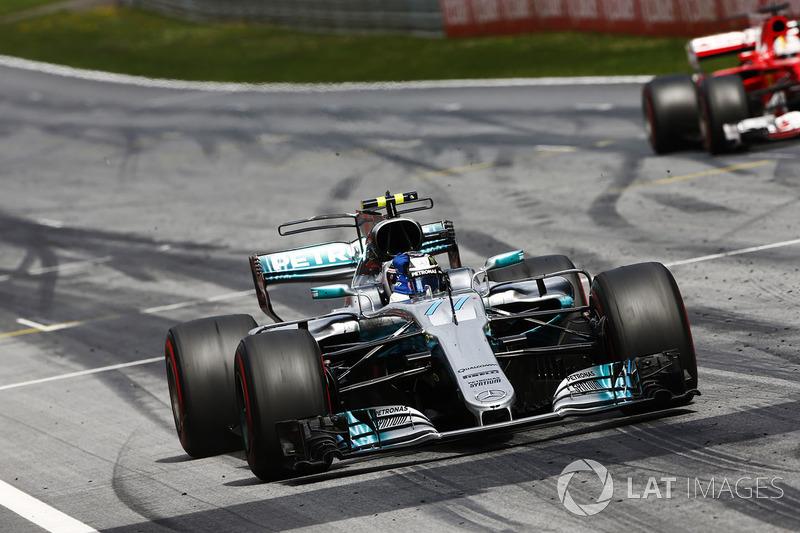 Sieg für Valtteri Bottas, Mercedes AMG F1, vor Sebastian Vettel, Ferrari