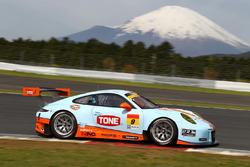 #9 Gulf Racing with Pacific Porsche 911: Jono Lester, Kyosuke Mineo