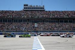 Start: Ricky Stenhouse Jr., Roush Fenway Racing, Ford, führt