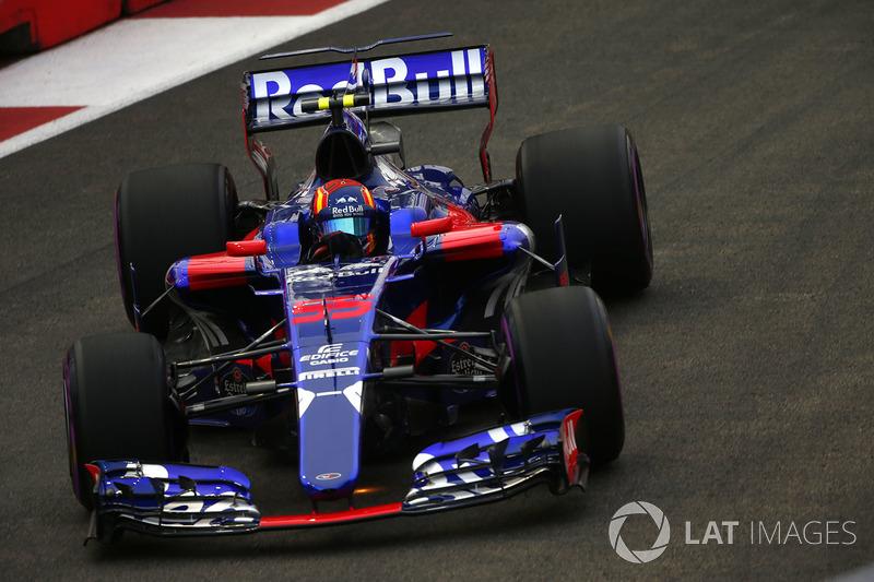 Kvyat, então, permaneceu na Toro Rosso por mais um ano e meio, embora sendo amplamente ofuscado por Sainz.