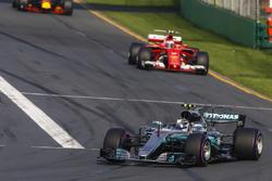 Валттери Боттас, Mercedes AMG F1 W08, Кими Райкконен, Ferrari SF70H, Макс Ферстаппен, Red Bull Racing RB13
