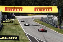 Пит-стоп: Эстебан Окон, Sahara Force India F1 VJM10, Лэнс Стролл, Williams FW40, и Кими Райкконен, Ferrari SF70H