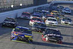 Kyle Busch, Joe Gibbs Racing Toyota and Clint Bowyer, Stewart-Haas Racing Ford