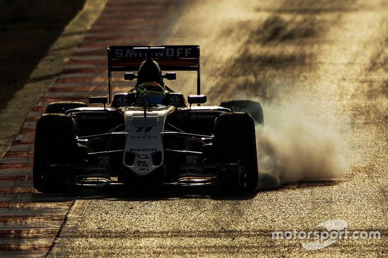 1. Sergio Pérez, Sahara Force India F1 VJM09 se bloquea en la frenada