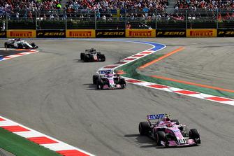 Esteban Ocon, Racing Point Force India VJM11 et Sergio Perez, Racing Point Force India VJM11