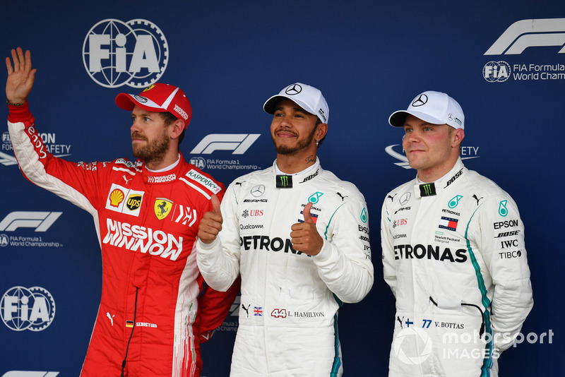 Sebastian Vettel, Ferrari, Lewis Hamilton, Mercedes AMG F1 et Valtteri Bottas, Mercedes AMG F1 dans le Parc Fermé