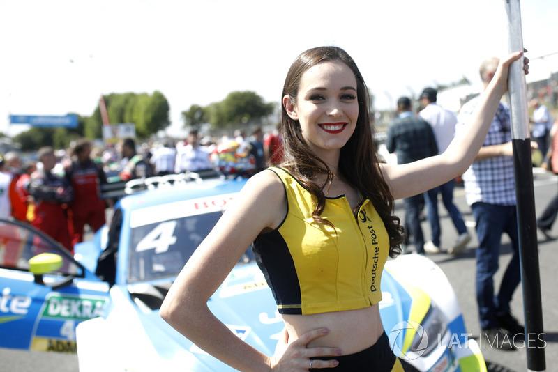 La grid girl di Robin Frijns, Audi Sport Team Abt Sportsline