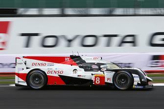 Toyota TS050 №8 команды Toyota Gazoo Racing: Себастьен Буэми, Казуки Накаджима, Фернандо Алонсо