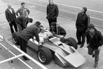 Mike Costin, Cosworth 4 wheel drive F1, con il designer Robin Herd