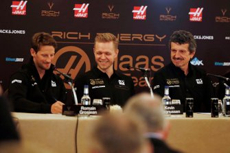 Romain Grosjean, Haas F1 Team, Kevin Magnussen, Haas F1 Team et Günther Steiner, Team Principal, Haas F1 lors de la conférence de presse