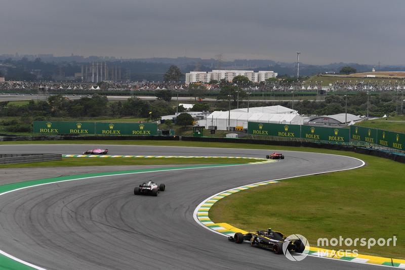 Карлос Сайнс-мол., Renault Sport F1 Team R.S. 18, Ромен Грожан, Haas F1 Team VF-18