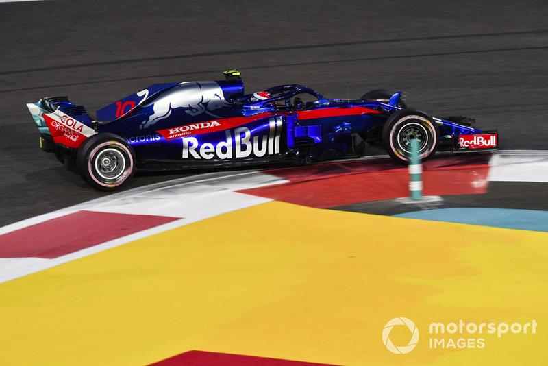 17: Pierre Gasly, Toro Rosso STR13, 1'38.166
