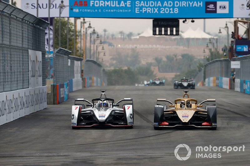 Andre Lotterer, DS TECHEETAH, DS E-Tense FE19 supera Jose Maria Lopez, GEOX Dragon Racing, Penske EV-3