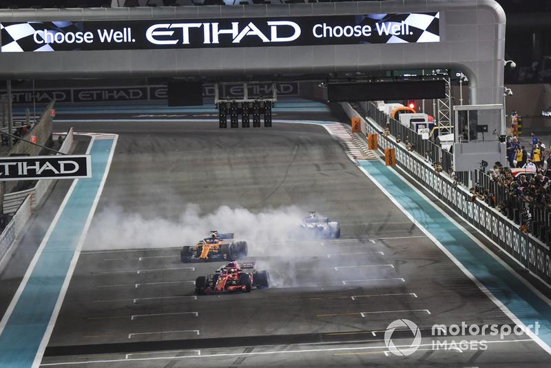 Lewis Hamilton, Mercedes-AMG F1 W09, Sebastian Vettel, Ferrari SF71H et Fernando Alonso, McLaren MCL33 font des donuts après la course