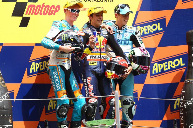 Le podium du GP de Catalogne 2010 de 125cc : Marc Márquez, Bradley Smith, Pol Espargaró
