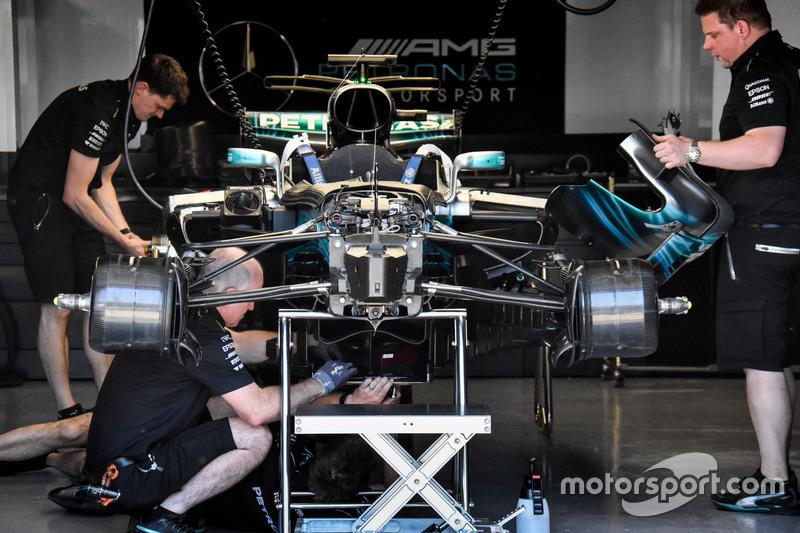 Mercedes AMG F1 W08: Frontpartie mit Aufhängung und Dämpfern
