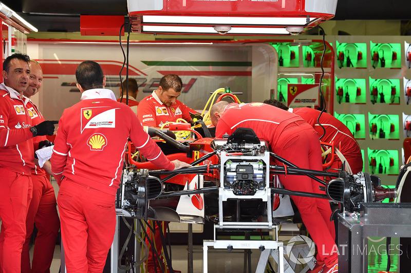 Ferrari SF70-H in de garage