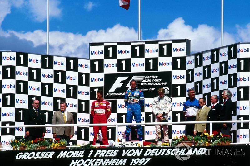 Подіум: переможець Герхард Бергер (Benetton Renault), другий призер Міхаель Шумахер (Ferrari), треті
