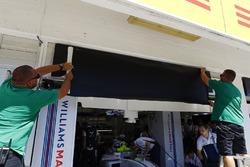 Box von Williams wird von Felipe Massa auf Paul di Resta angepasst