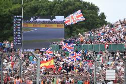 Tifosi e bandiere per Lewis Hamilton, Mercedes AMG F1 in tribuna
