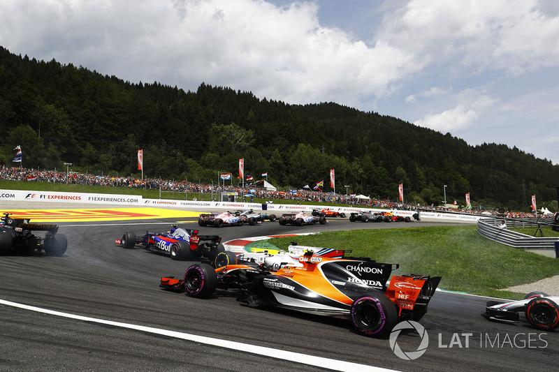 Феліпе Масса, Williams FW40, Стоффель Вандорн, McLaren MCL32, на старті