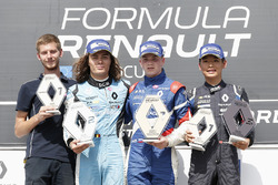 Podio: il vincitore della gara Shwartzman, il secondo classificato Max Defourny, il terzo classificato Yifei Ye
