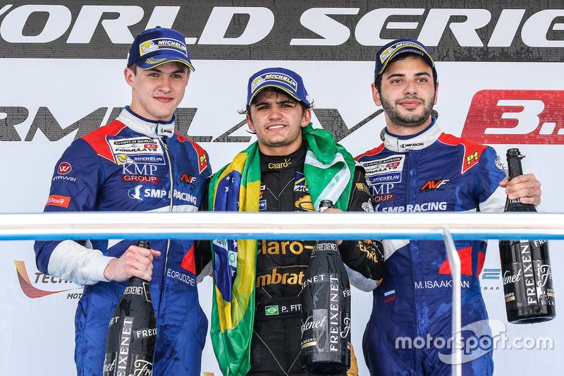 Podium: le vainqueur Pietro Fittipaldi, Lotus, le deuxième Egor Orudzhev, SMP Racing, le troisième Matevos Isaakyan, SMP Racing