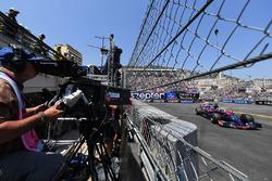 Відеооператор та Данііл Квят, Scuderia Toro Rosso STR12
