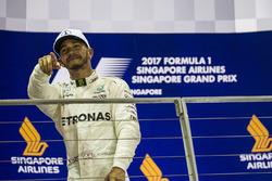 Подиум: победитель Льюис Хэмилтон, Mercedes AMG F1
