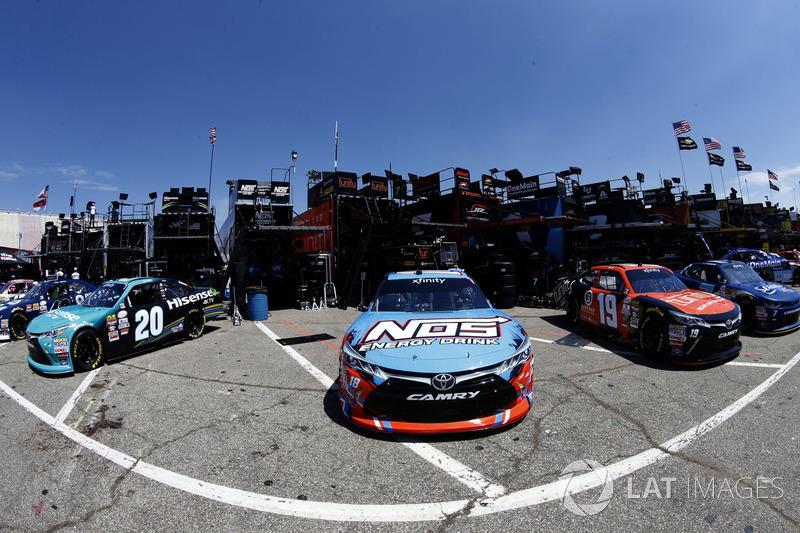Kyle Busch, Joe Gibbs Racing Toyota Matt Tifft, Joe Gibbs Racing Toyota, Denny Hamlin, Joe Gibbs Rac