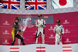 Победитель Джордж Расселл, второе место – Джек Эйткен, третье место – Ниреи Фукузуми, ART Grand Prix