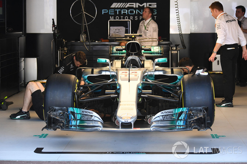 Mercedes benz f1 w08 hybrid in the garage at monaco gp for Garage mercedes monaco