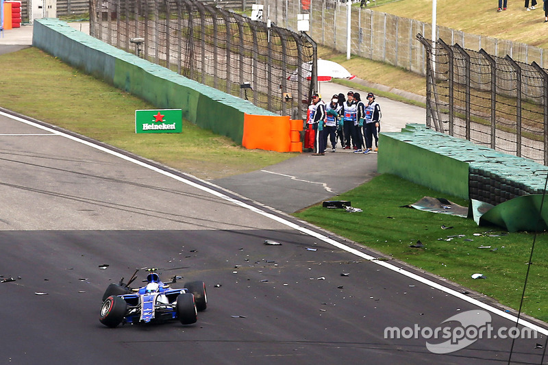 Antonio Giovinazzi, Sauber C36, tras su accidente