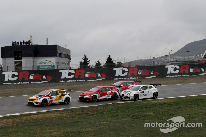 Mato Homola, DG Sport Compétition, Opel Astra TCR; James Nash, Lukoil Craft-Bamboo Racing, SEAT León TCR; Dusan Borkovic, GE-Force, Alfa Romeo Giulietta TCR
