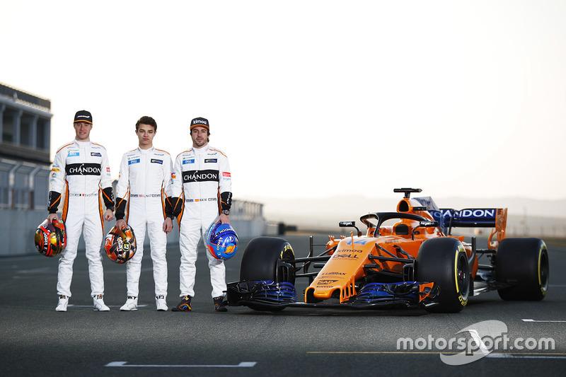 Гонщики McLaren Стоффель Вандорн и Фернандо Алонсо, тест-пилот команды Ландо Норрис, McLaren MCL33, McLaren MCL33