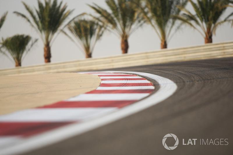 В течение недели шел диалог между FIA, Экклстоуном и командами в попытке найти решение, которое устроило бы всех