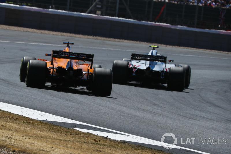 Alonso was niet zo tevreden over het defensieve werk van Magnussen.
