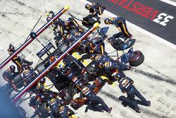Daniel Ricciardo, Red Bull Racing RB14, makes a pit stop