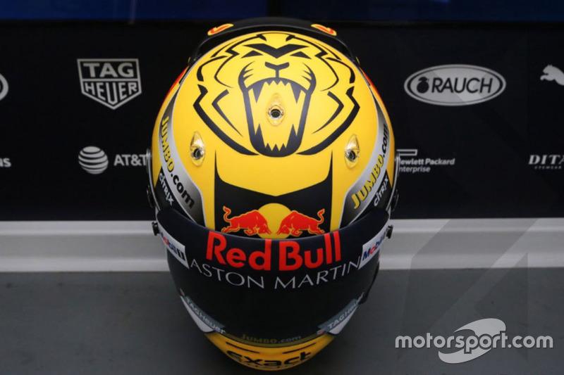 Шлем пилота Red Bull Racing Макса Ферстаппена в особой расцветке