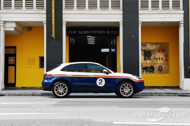 Porsche Macan dengan motif Rothmans