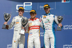 Podio: primer lugar Rio Haryanto, Campos Racing, segundo lugar Stoffel Vandoorne, ART Grand Prix, tercer lugar Nathanael Berthon, Lazarus